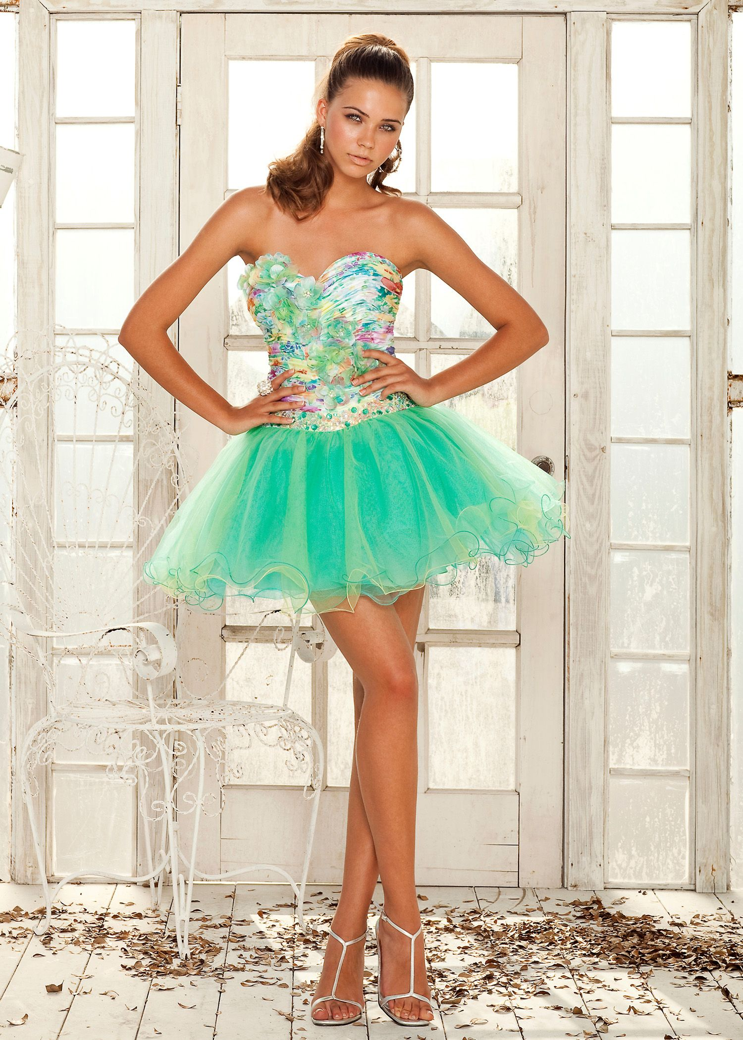 Another possible prom dress. It really comes off as hideous though ...