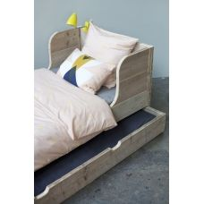 Keet Bed of used wood with ears