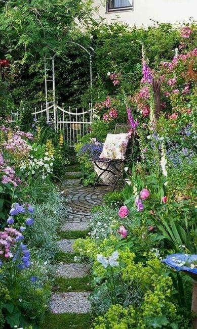 24 Stunning Secret Garden Design Ideas For Summer Viviehome Amazing Gardens Cottage Garden Backyard Landscaping