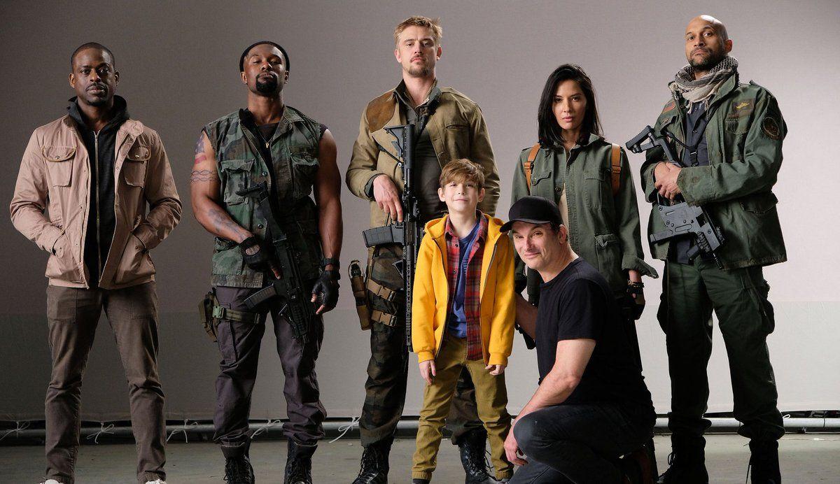 O diretor Shane Black divulgou uma foto sua com parte do elenco de The Predator,reboot da franquia Predadorque estreia dia 1º de março de 2018 no Brasil. Black também anunciou que as filmagens co…