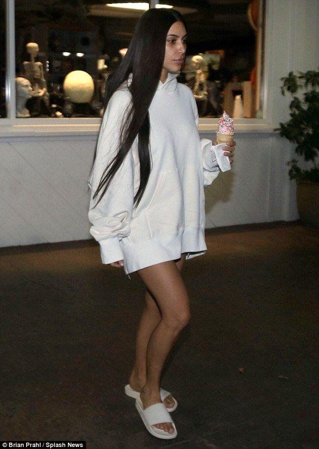 a90e5e14e6312 Kim Kardashian wears little makeup during frozen yogurt run ...
