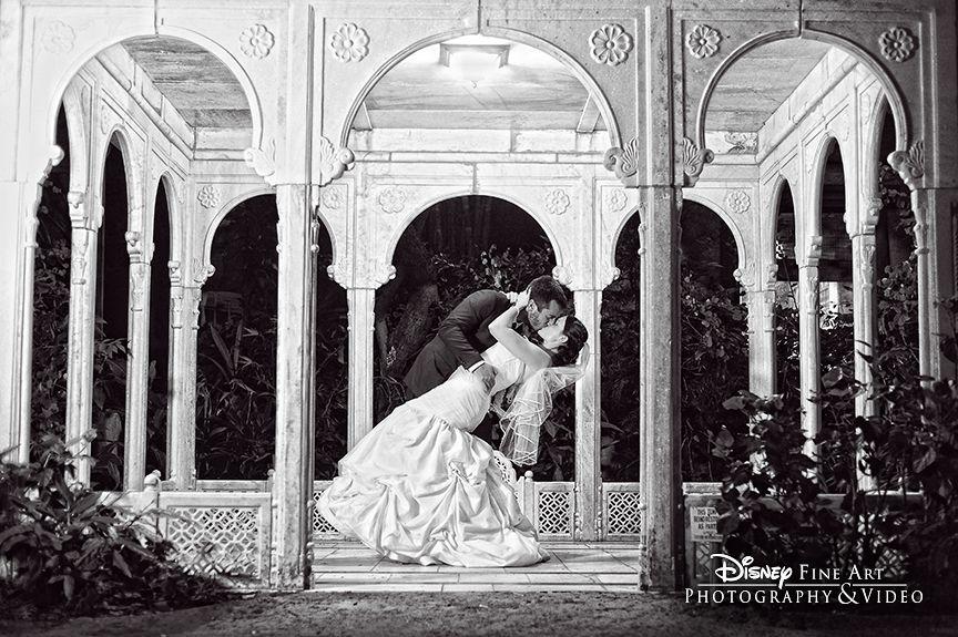 Selado com um beijo - e uma foto! Esse gazebo me lembra a Noviça Rebelde, a dilha mais celha com o namorado