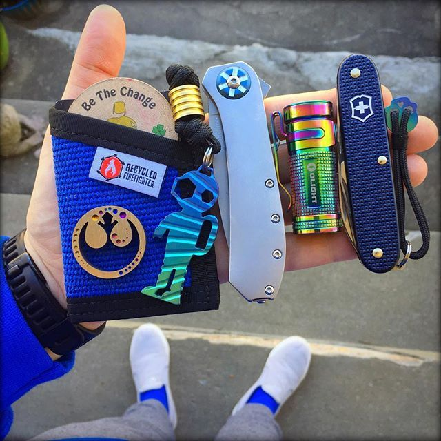 Heading to take my teenager to a movie, Sunday carry. He wants to see 'Split' hope it's good! Enjoy your loved ones! #edc #edcommunity #edcgear #edclife #edcdaily #edcworld #edccarry #edcfamily #doyouevenedcbro #gearcheck #whatsinyourpocket #knifecommunity #sak #sakallday #kershawknives #udt #underwaterdrinkingteam #scubasteve #rebelscum #ishouldofbeenaskywalker #jedilife #starbird #luckyfatmanfamily #bluevibes #sundayfunday #sundaycarry #bethechange #bethelight #womenofedc