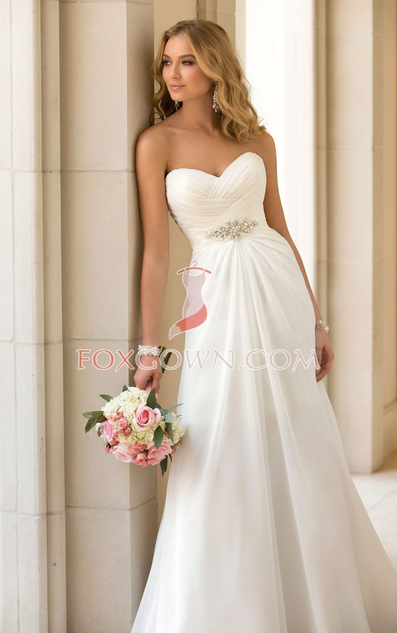 Inspired From Hollywood Designer This Simple Yet Stunning Slim A Line Chiffon Wedding Dress