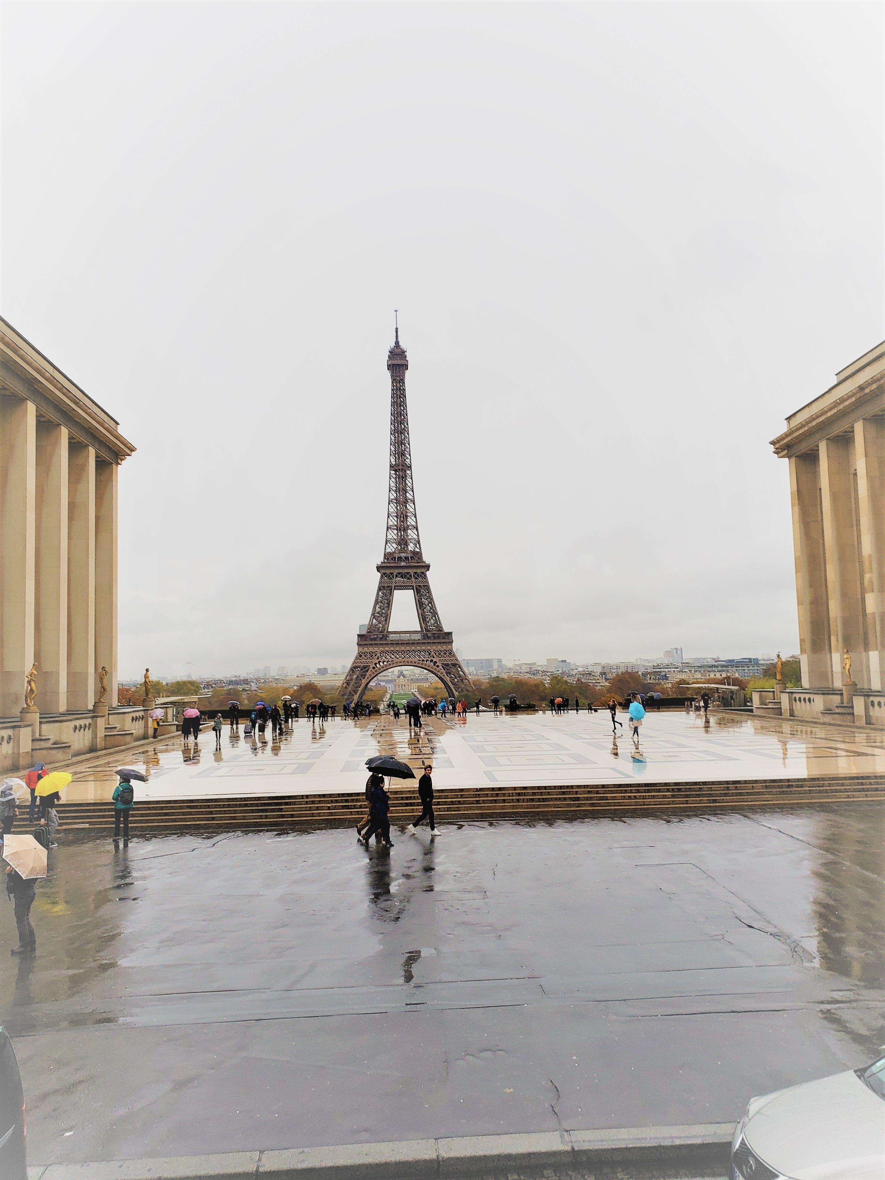49d711733ae43 La torre Eiffel un símbolo de la ciudad de París  vacaciones   vacations