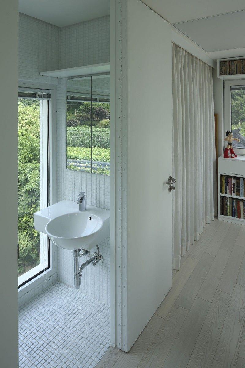Badezimmer design 2 x 2 meter x experimental house by studio archiholic  homedsgn