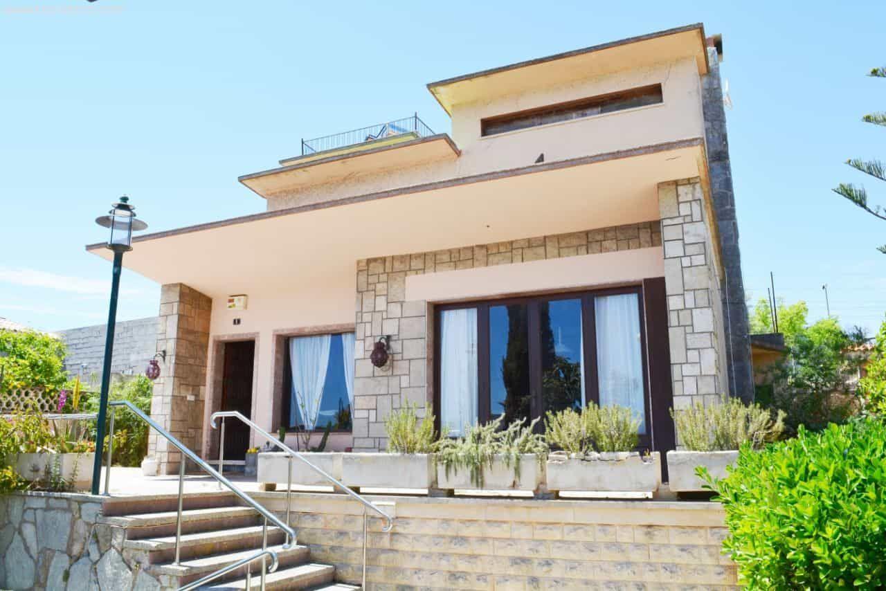 243m² Haus zum Verkauf mit 6 Zimmern, Terrassen und Garage