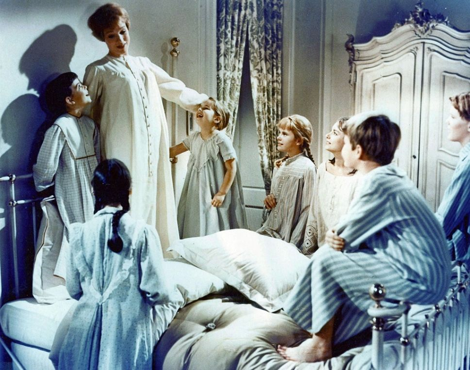 The Sound Of Music 1965 Starring Julie Andrews These Are A Few Of My Favorite Things Cena De Filme Novico A Novica Rebelde