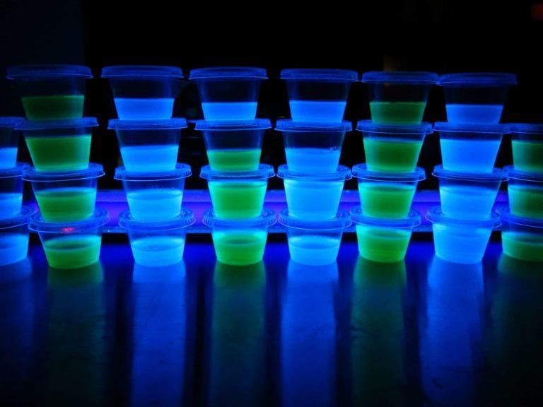 Blacklight Glowing Jello Shots #jelloshotsvodka Blacklight-Jello-Shots-3 #jelloshots