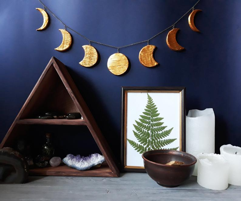 Gold Moon Garland Moon Phases Wall Hanging Moon Phases Of The Moon Hanging Lunar Decor Wiccan Altar Witch Decor Wiccan Decor Luna Crescent #wiccandecor Gold Moon Garland will be very stylish and trendy addition to your home. Moon Phases Wall Hanging brings truly unique and mystic touch to your living or working area.  ✹ Size details ✹ : Height 2,4` ( 7 cm) Width 26` ( 67 cm) Please, read item descriptions very closely and if you have any problems estimating the product size just contact me f #wiccandecor