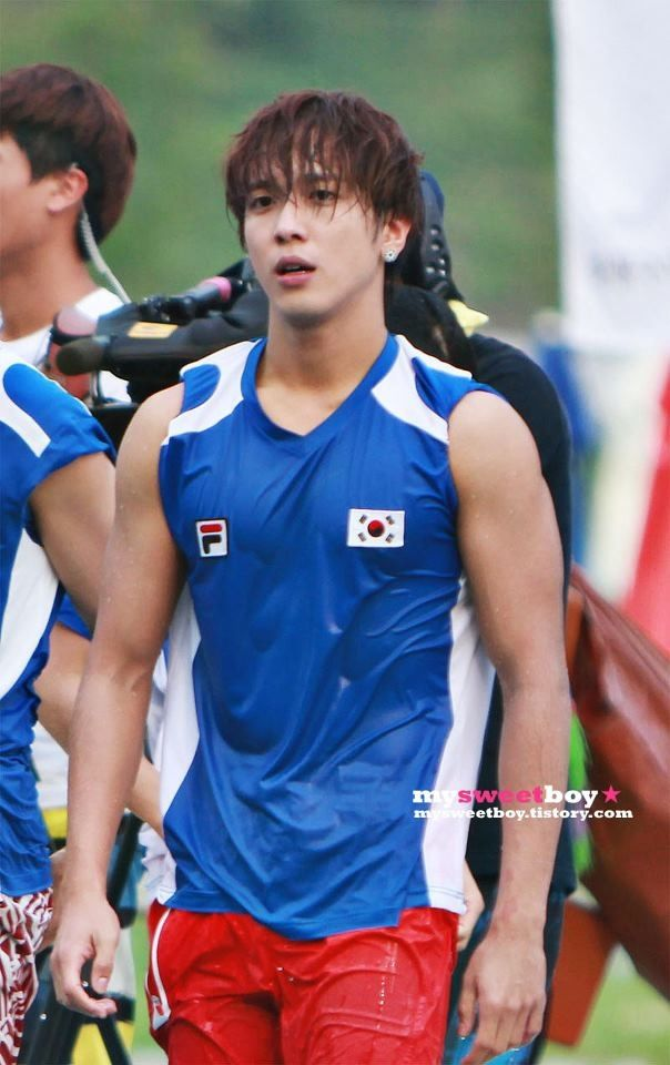 Yonghwa 용화 from CNBLUE 씨엔블루