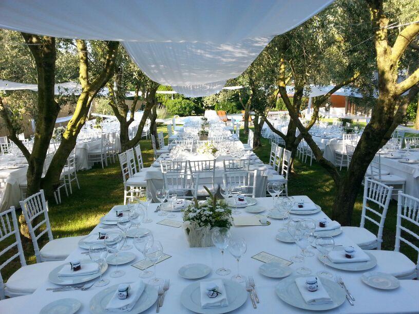 Tavolo stretto ~ Mise en place e allestimento tavoli per matrimonio a stretto