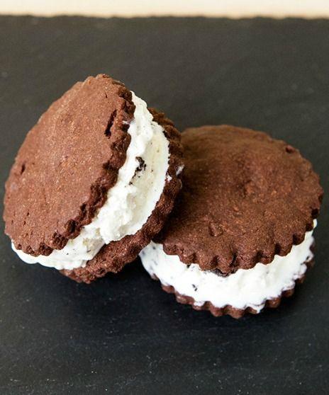 Oreo Ice Cream Sandwiches | spachethespatula.com #recipe