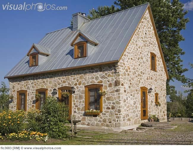 21st century replica of fieldstone cottage quebec canada for Fieldstone house