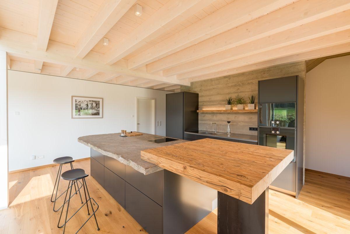 Moderne Kuche Rustikal Grau Mit Holz Kucheninsel Kuchen Ideen Einrichtung Modern Rustic G In 2020 Country Modern Home Kitchen Island Plans Modern Kitchen