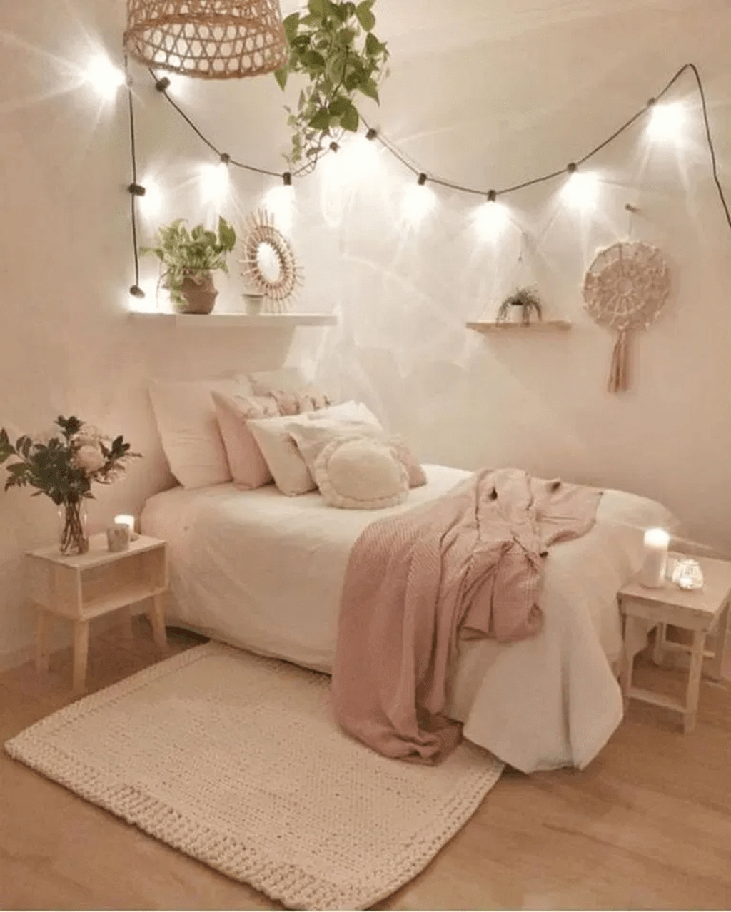 35 Inspiration For Small Space Bedroom Decorating Ideas 35 Inspiration For Small Spa In 2020 Small Apartment Bedrooms Apartment Bedroom Design Aesthetic Bedroom
