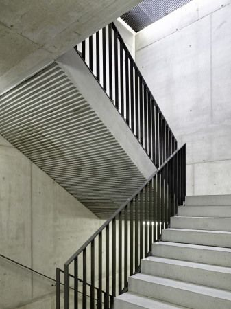 Treppenhaus architektur  Schweizer Schulhaus von Peter Moor | Stair porn | Pinterest | Treppe ...