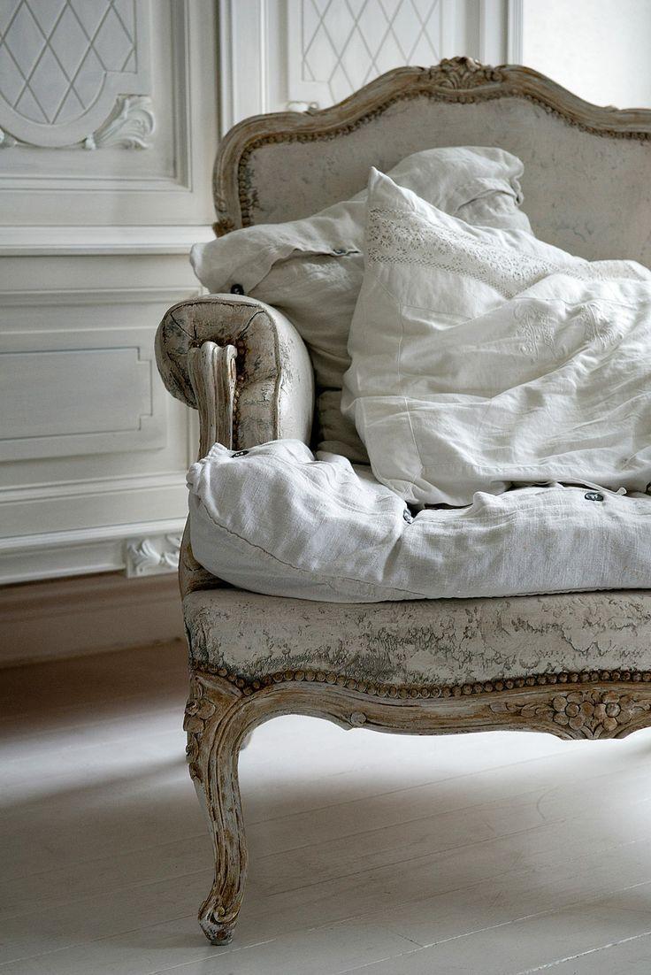 La La La Bonne Vie ♪ White Washed Furniture Shabby Chic