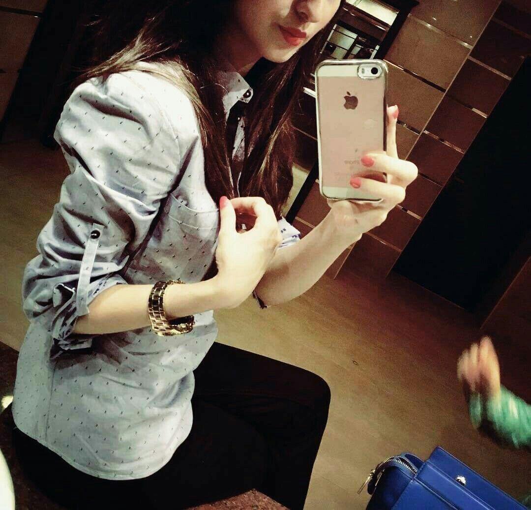 Hijabi Mirror Selfie Snapchat