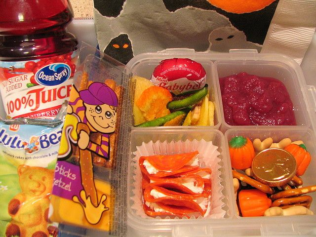 Lots of good lunch box ideas that I never would have thought of! About 100 pictures of ideas! =)