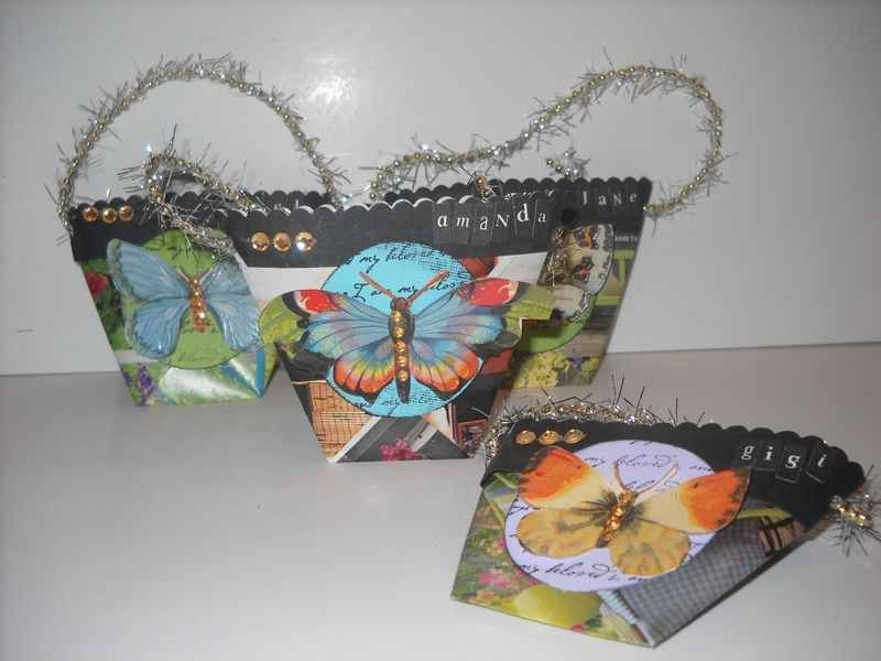 Recycled Magazine Page Favor Pouches