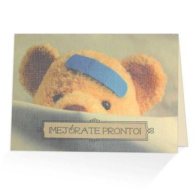 Un oso de peluche adorable con una tirita ilumina la cubierta de esta tarjeta , en el interior , las palabras de Isaías 33:24 y animando a su amigo para que consiga bien pronto .