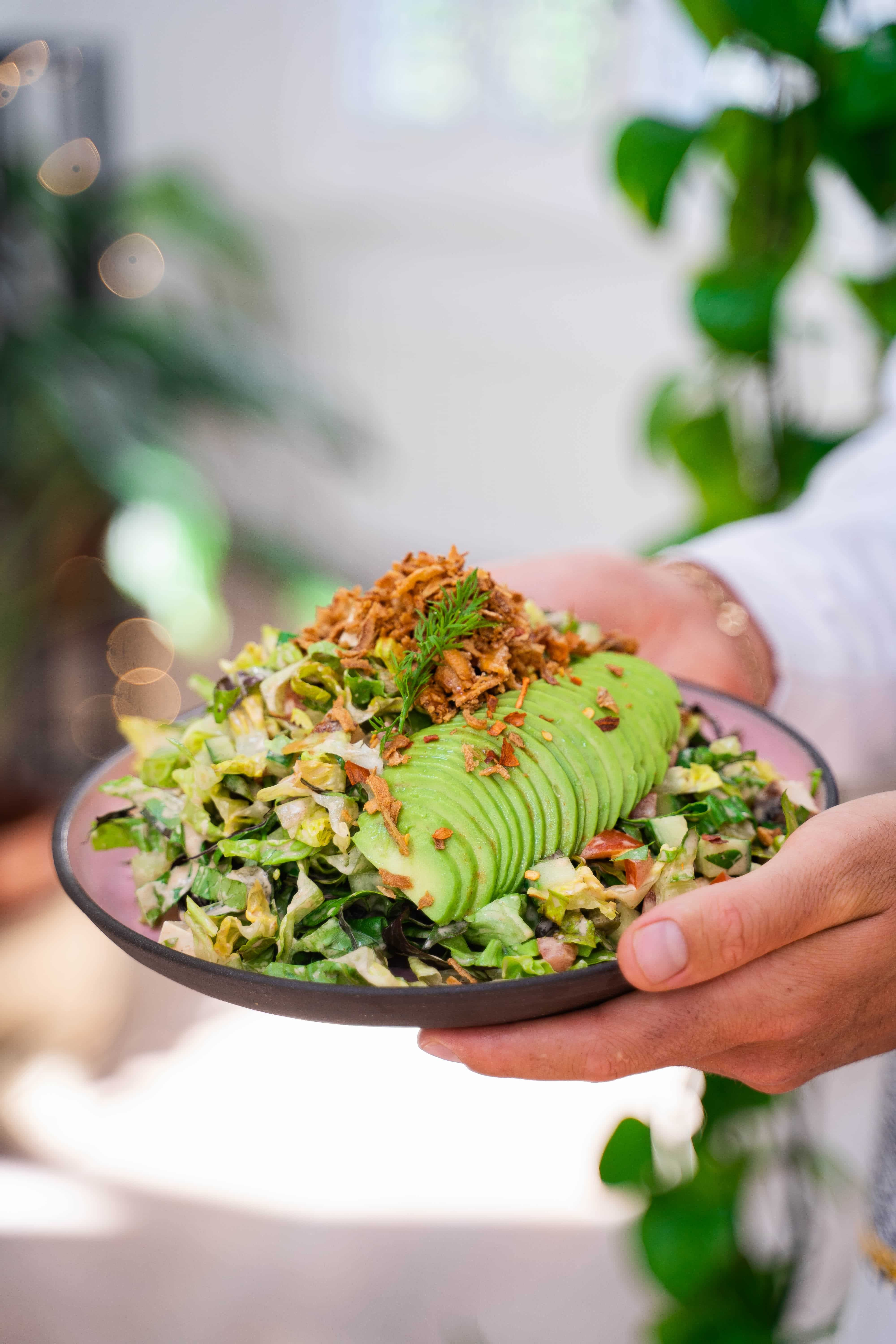 Originating From Los Angeles This Salad Is Chopped So It S Easy To Eat By Business People During Imp In 2020 Chopped Salad Vegan Lunch Recipes Delicious Vegan Recipes