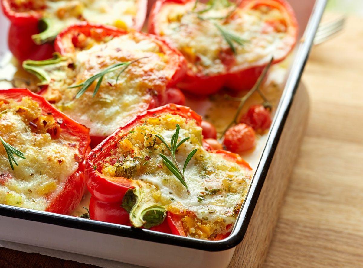 Červená paprika plnená quinoou a mozzarellou via @akademiakrasy
