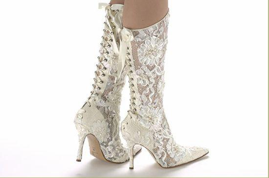 02b7787fee A 10 legszebb esküvői cipő, ami téged is levesz a lábadról - Esküvő Okosan