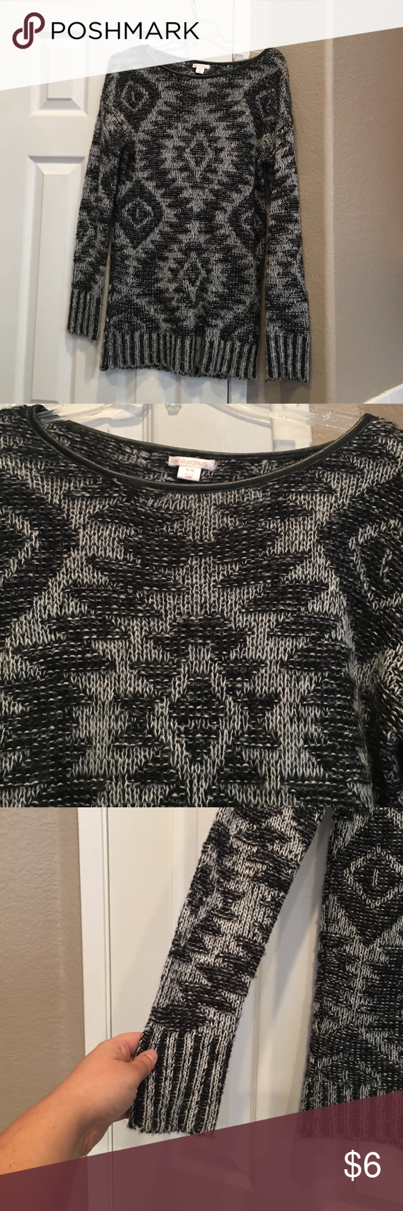 Women's Sweater Shirt Pairs great with leggings. Knitted type Sweater. Xhilaration Sweaters Crew & Scoop Necks