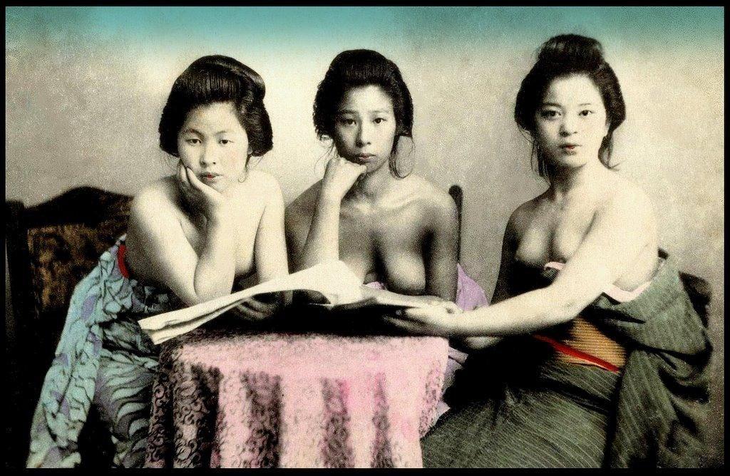 Japanese geisha topless 6