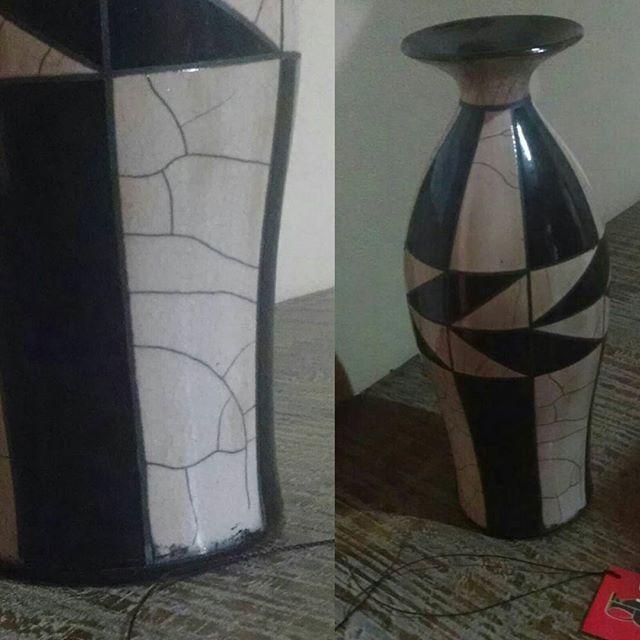 Detalhe de vaso em Raku.