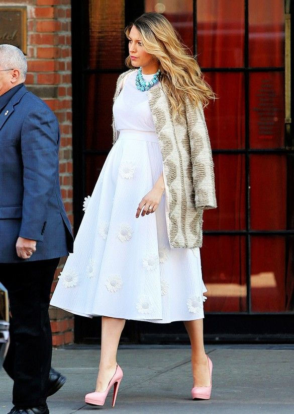 Blake Lively's game-changing maternity style: white embroidered dress + turquoise statement necklace + printed coat