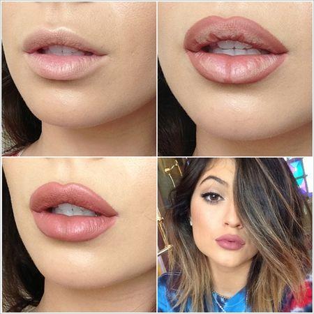 Foto Lapisi Bibir Dengan Foundation Oleskan Lipstick Dengan Warna Favorit Anda Di Bagian Seperti Pada Gambar Ratakan Dengan Jari