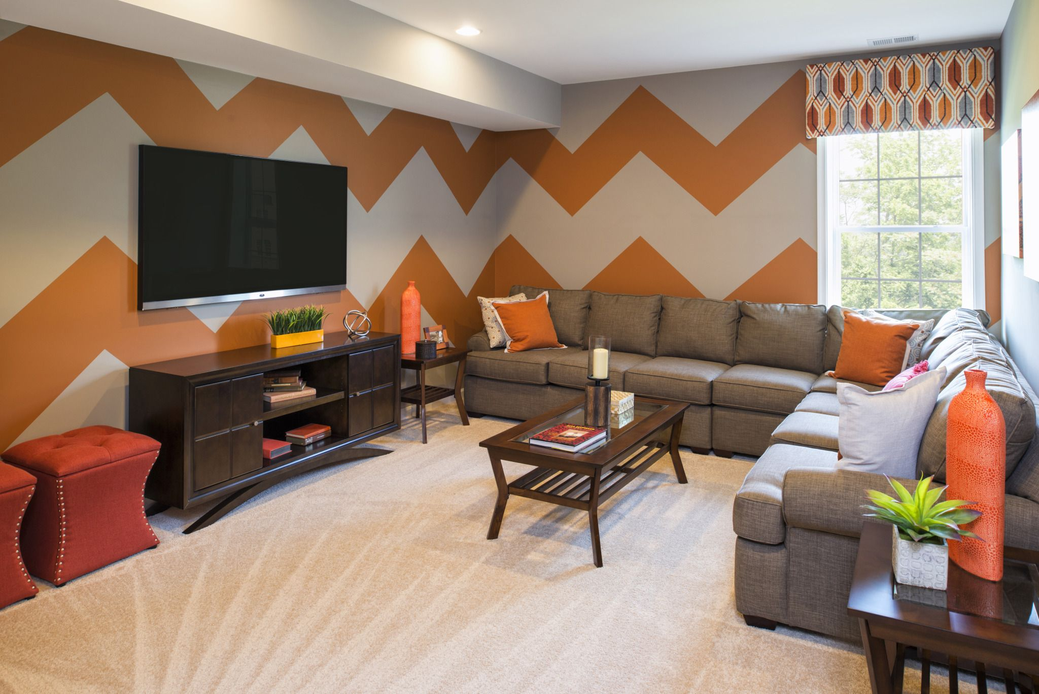 When painting a wall DESIGN, do you use zigzag LINES
