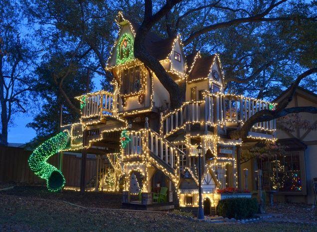 ❉ Christmas lights on awesome tree house!!