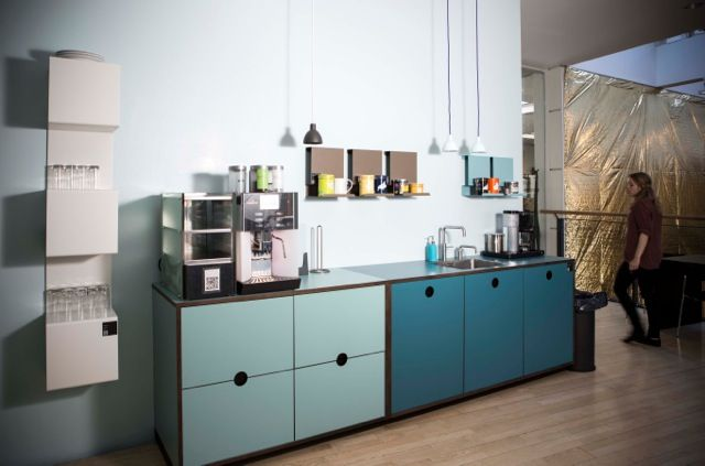 Showcases in the Kitchen at work, creates a sculptural impact and is very functional and minimalistic.