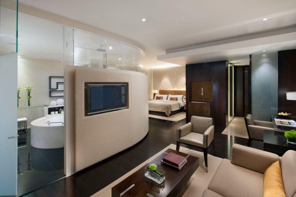 Hong kong l600 deluxe room the landmark mandarin oriental