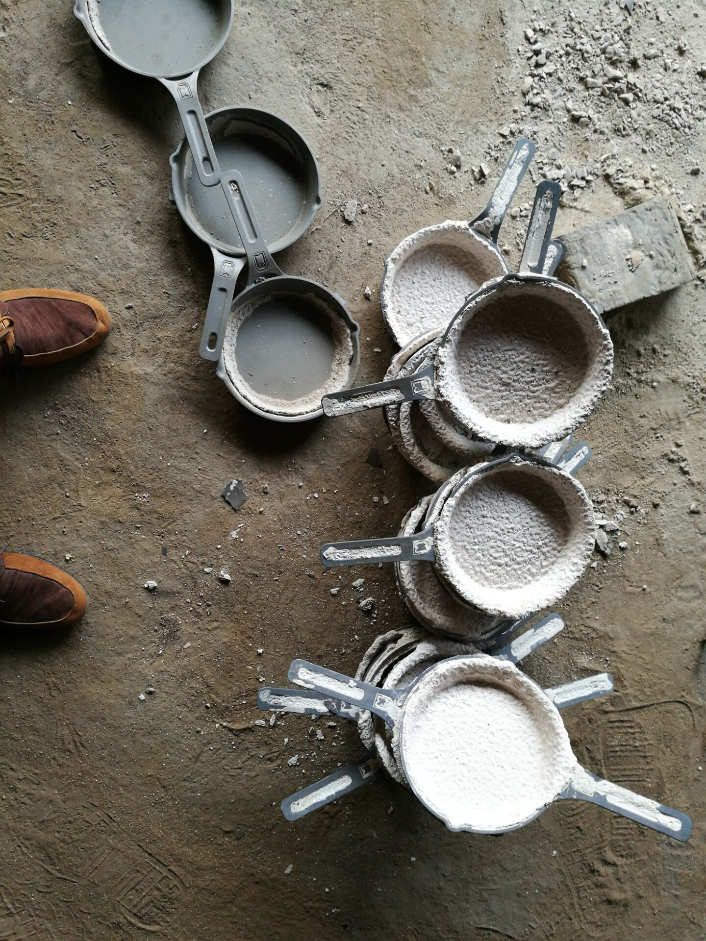 ceramic shells coming off the investment cast skillets | Cast Iron