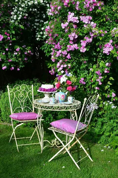 Pin u ivatele agi na n st nce beautiful countryside pinterest jardin romantique jardins a - Decoration terrasse fleurie ...
