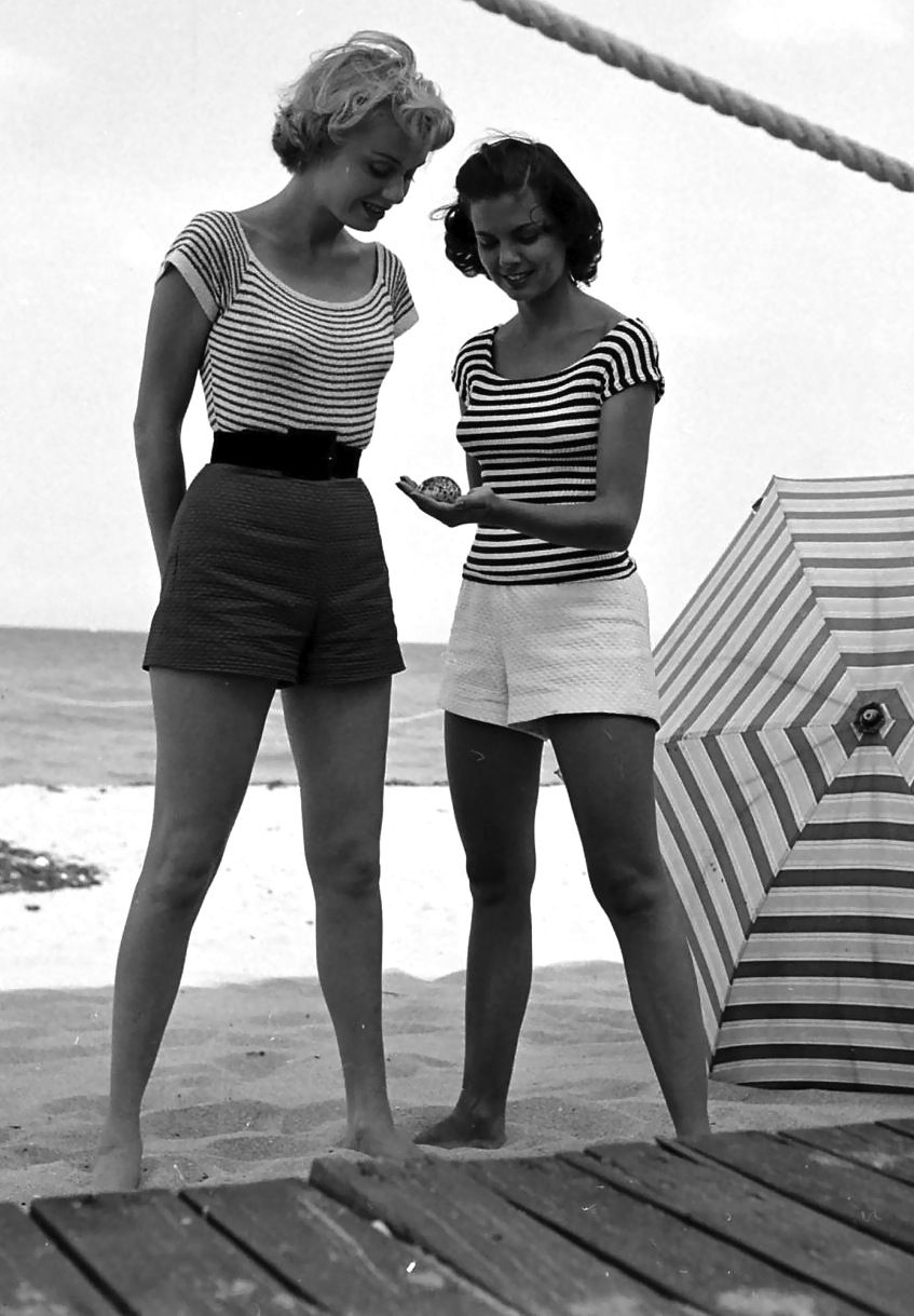 Fashion models on beach nina leen 1950