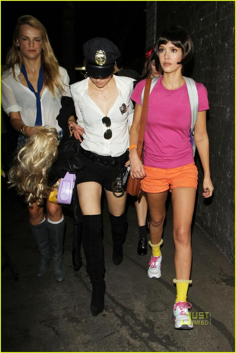Jessica Alba S Halloween Costume Dora The Explorer Jessica