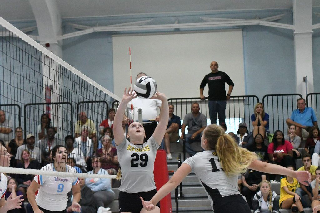 Pin By Aubrey Low On Vball Volleyball Riverside High School