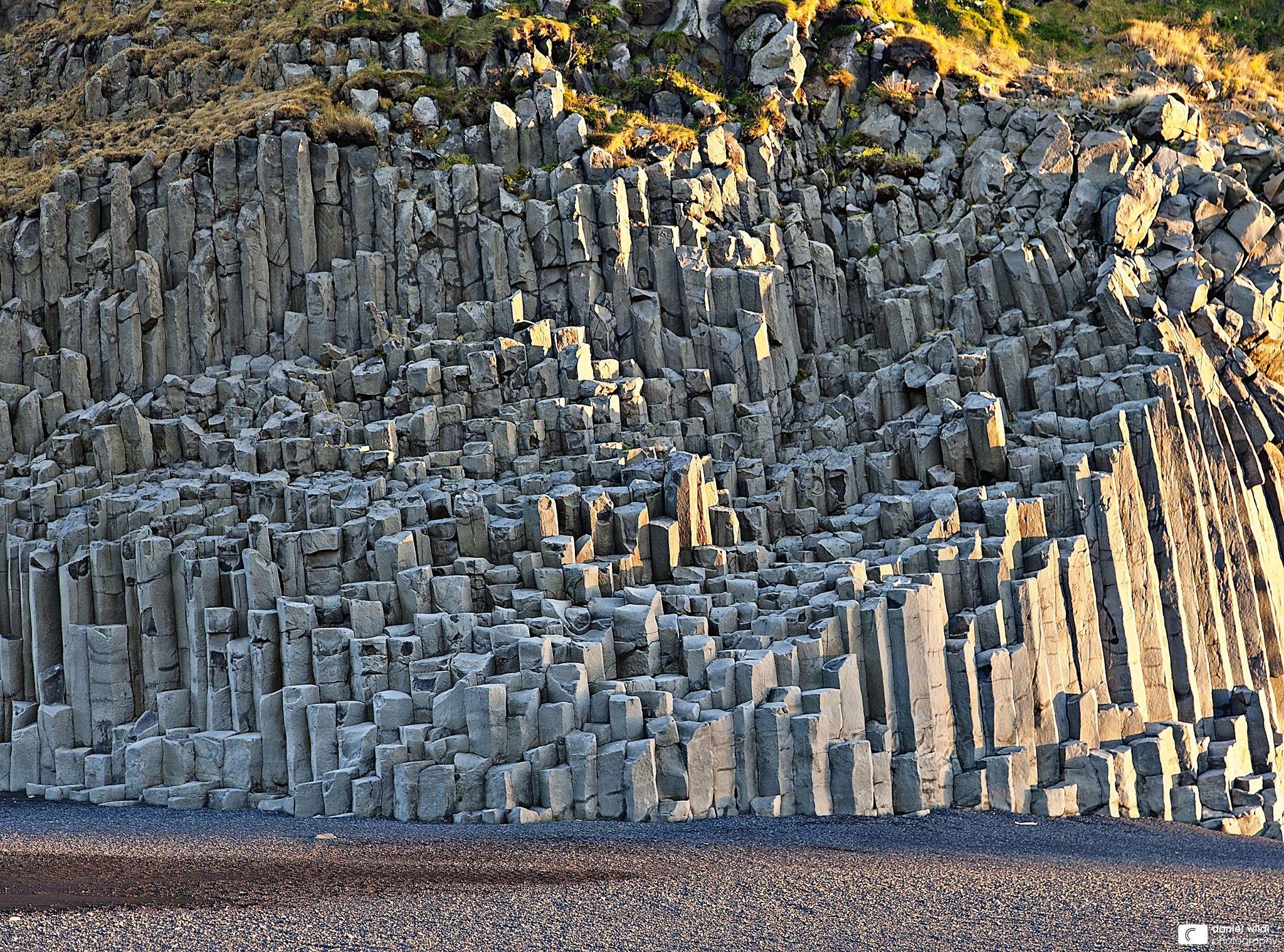 Description Of Basalt : Basalt columns at the beach of vík í mýrdal