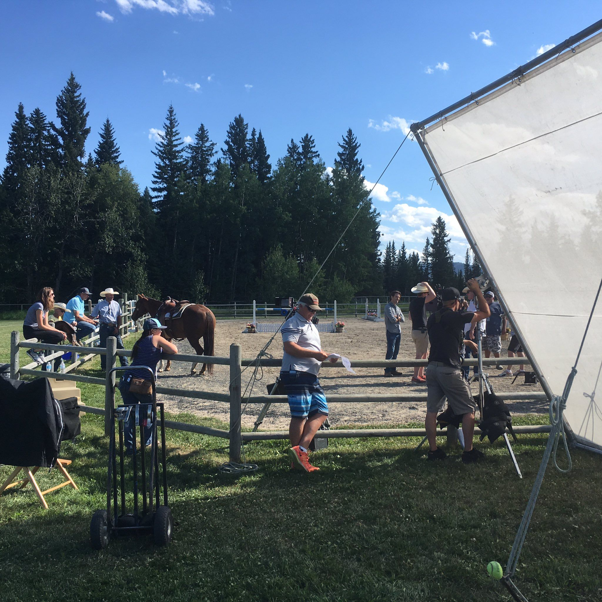 "Heartland on Twitter: ""As shadows grow longer as evening approaches, filming cintinues, and it's pretty laid back. 1 last scene to go. 🙂 #HLinProd https://t.co/FPCLzhqRt5"""
