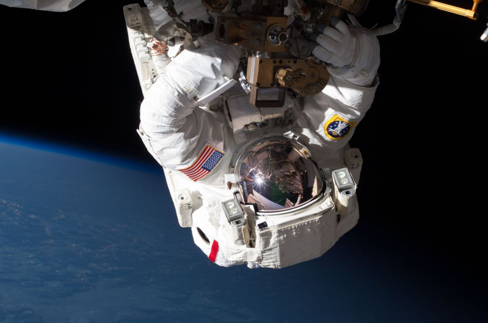 What Happens To Your Body When You Die In Space With Images