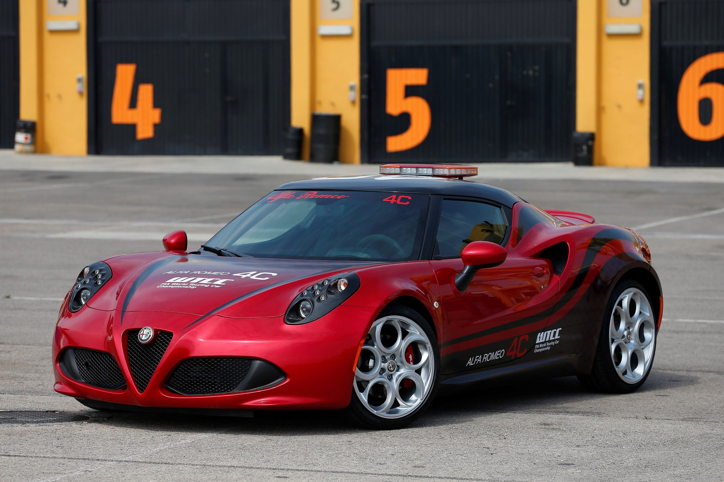 L'Alfa Romeo 4C è la Safety Car del FIA World Touring Car Championship (WTCC) per l'intera stagione 2014
