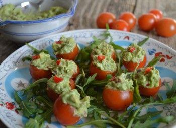 Tomaatjes gevuld met guacamole