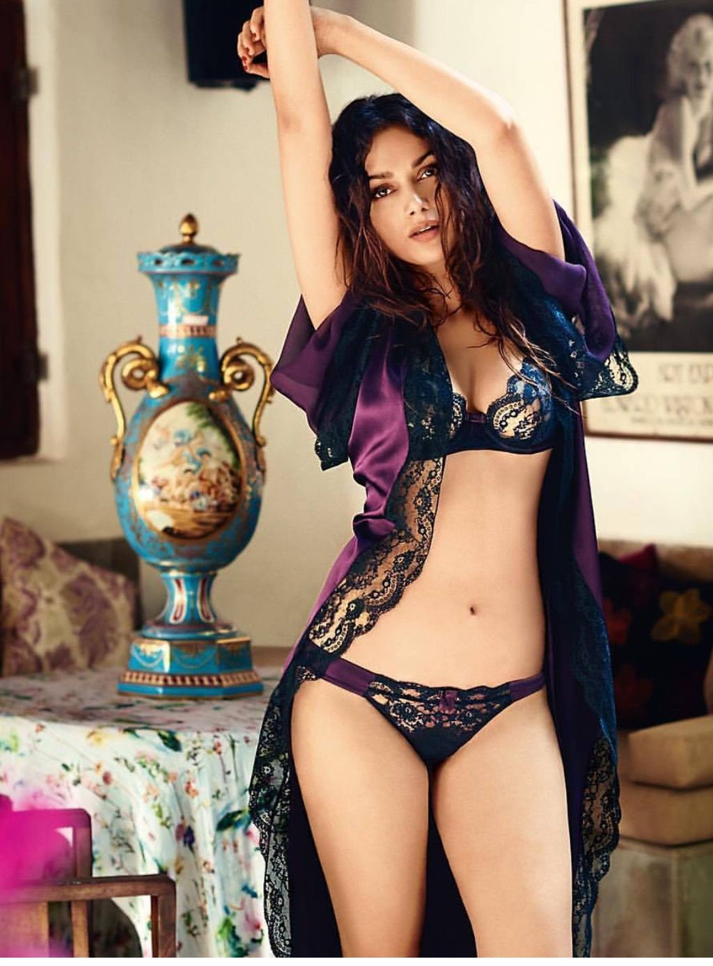 Indian Babe In Sexy Lingerie In Bedroom