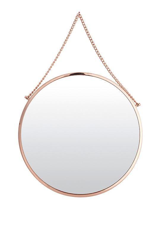 """Spieglein, Spieglein an der Wand... Die Schönste im ganzen Land ist """"Bolina"""" selbst: Der runde Spiegel hat ein Kupfer-Finish und eine Kette zum Aufhängen. Durchmesser: 38 cm. Preis: ca. 65 Euro. de.housedoctor.dk"""
